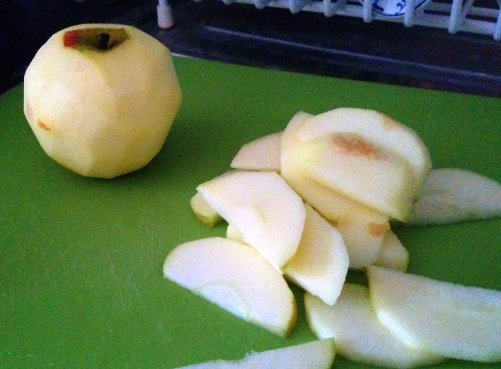 sliced apples for apple bread pudding